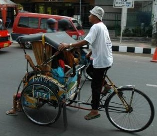 Traditionele becak met trappers
