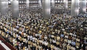 Het Vrijdag-gebed in de beroemde Istiqlal moskee in Jakarta