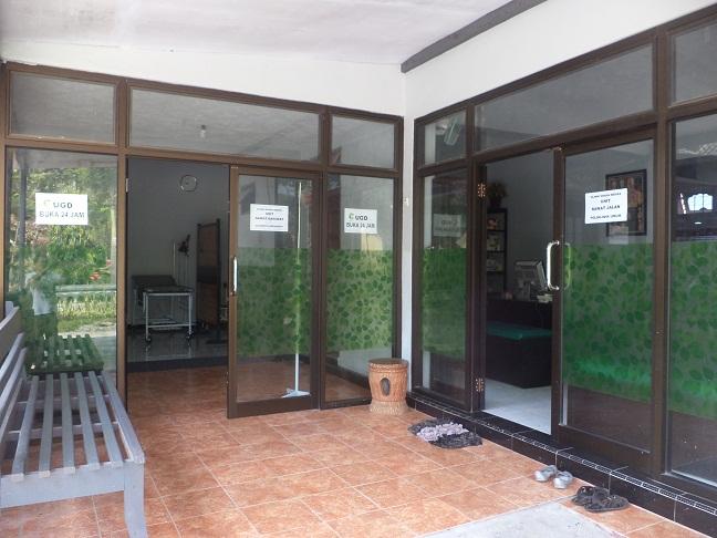 De klinik van dr Yudi.